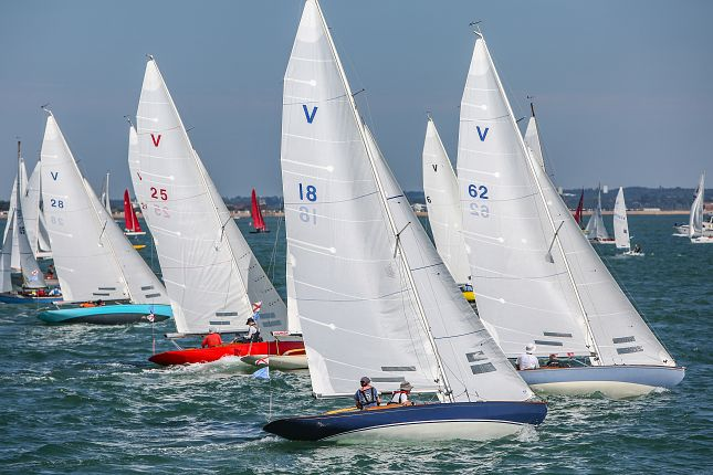Cowes Classic Week attracts a strong fleet of Solent Sunbeams in 2019